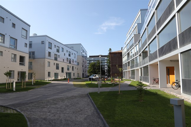 Det blir allt dyrare att äga en bostad i Österbotten. Fastighetsskatten är stram i både Vasa och Karleby.