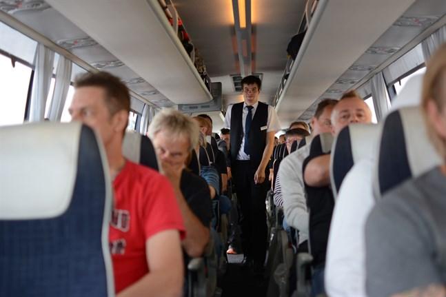 Att vara busschaufför innebär bland annat att man hela tiden behöver ha stenkoll på att alla resenärer faktiskt är med. Christian Ingves räknade oss noggrant efter varje paus vi hade så att ingen slarvat bort sig.