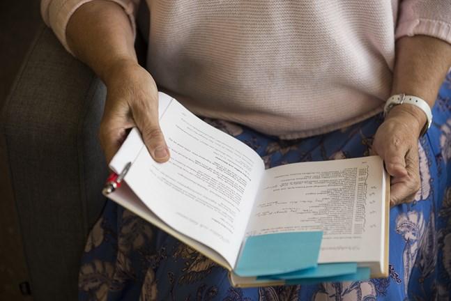 Ulla Sjölind, FM, har skrivit boken Saga Viola Magdalena Renvall – En författares Liv.