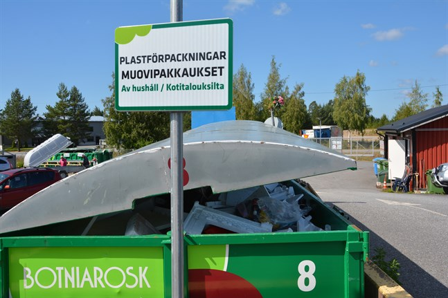 I fjol ökade trafiken till återvinningsstationerna i regionen, som här i Närpes, visar statistik från Botniarosk.