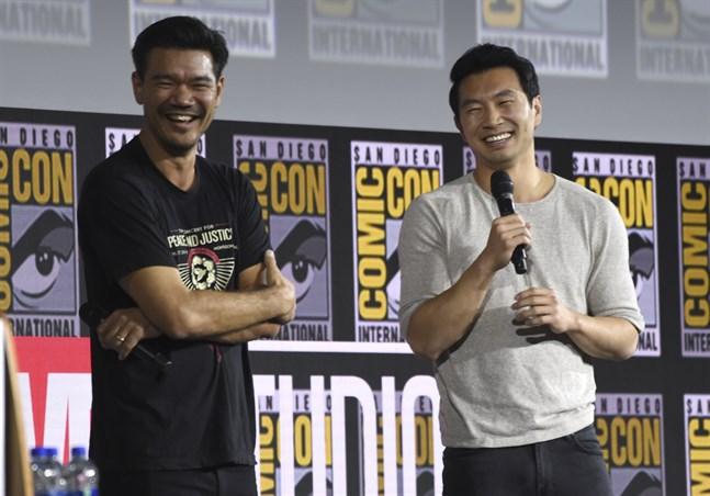 """Destin Cretton (till vänster) regisserar """"Shang-Chi and the legend of the ten rings"""". Huvudrollen som Shang-Chi gör Simu Liu (till höger)."""