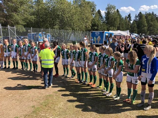 KPV:s C14-flickor får sina bronsmedaljer efter seger över RoPS.
