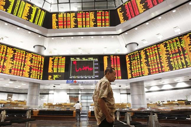 De asiatiska börserna gick till stor del nedåt när veckans handel inleddes. Arkivbild.