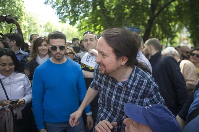"""Podemos partiledare Pablo Iglesias sade under måndagens debatt i parlamentet att hans parti inte tänkte acceptera några """"dekorativa"""" ministerposter i en Sánchezledd regering."""