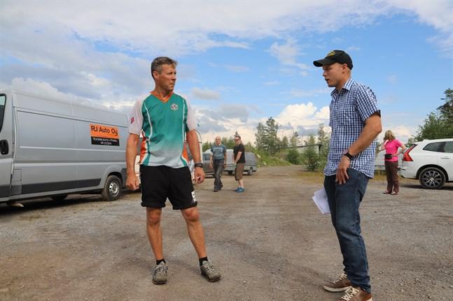 Det har krävts mycket planering för att få alla pusselbitar på plats inför Kvarkenträffens deltävling i Lillkyro, berättar banläggaren Pertti Välimaa och tävlingsledaren Peter Trompari.