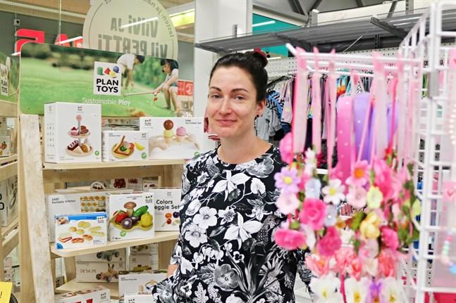 Barnklädesbutiken Viivi ja Vilpertti öppnade Elina Mäkelä för första gången i Kaustby 2015.