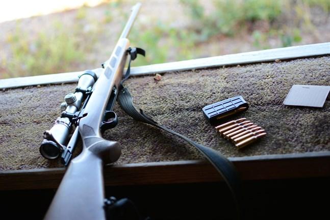 Blyrester från ammunition har lett till kontaminerad sand i skjutvallarna.