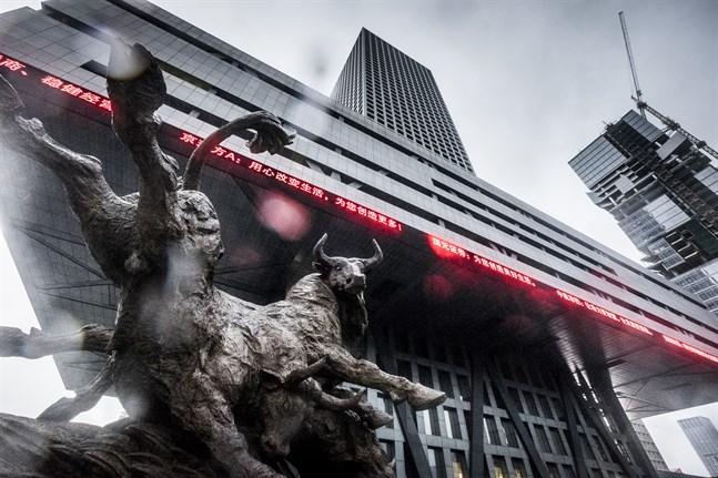 Nedgångar i Asien när investerare kammar hem vinst.
