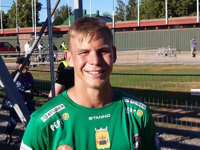 Adam Vidjeskog fortsätter i KPV.