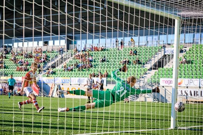 VPS-j Akatemias målvakt, Mika Kaarre, fick plocka bollen ur nätmaskorna åtta gånger mot GBK.