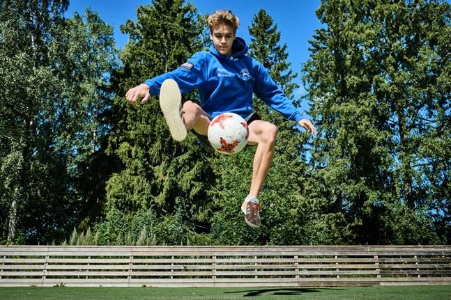 Daniel Kjellman är en av världens bästa fotbollsfreestylers.