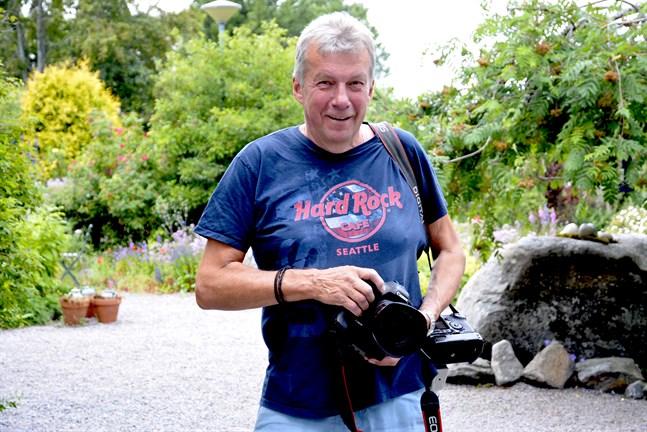 Tom Juslin har skrinlagt alla planer på att besöka Österbotten i sommar och tycker att alla borde överväga om det nu är rätt tid att åka utomlands.