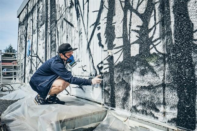 Detta är den största muralmålningen Jon Gredmark gjort hittills.