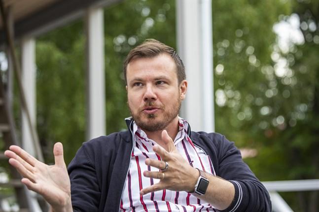 Enligt arbetslivsprofessor Lauri Järvilehto vet vi ingenting om vilka kunskaper som kommer att behövas i arbetslivet i framtiden. Därför borde utbildningssystemet mer utgå från elevernas egna intressen.