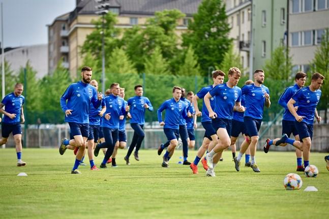 Fotbollslandslaget fortsätter jakten på en slutspelsplats i september. Då väntar Grekland och Italien på hemmaplan i EM-kvalet.