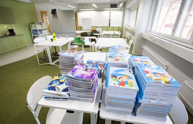 Läroböckerna är viktiga för bokhandlarna. De utgör 16–28 procent av bokhandlarnas försäljning, uppger Bokhandelsförbundet.