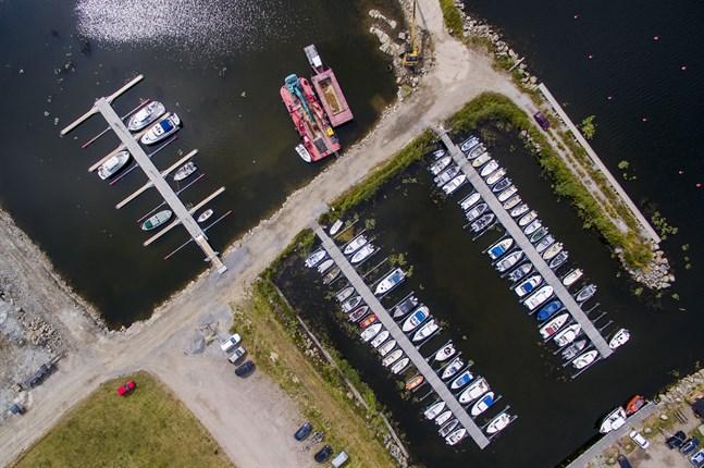 Revisionsnämnden har begärt en extern utredning om allt gått rätt till när Vörå kommun ger Vörå Båtklubb arrendefritt och räntefritt för 30 år. Avtalen är undertecknade men inte godkända ännu.