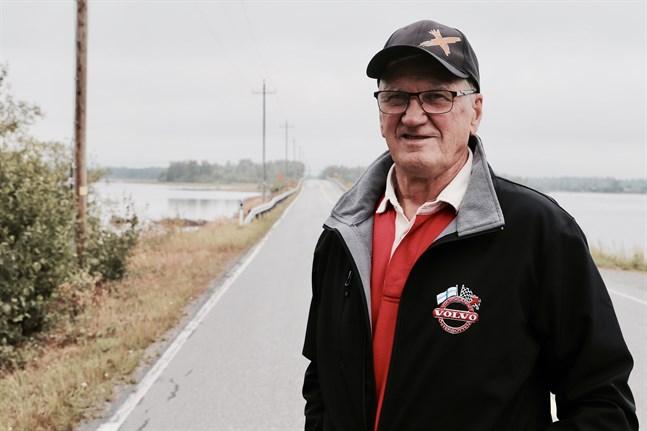 Sven-Håkan Back är inte nöjd med hur vägarna sköts i Österbotten.