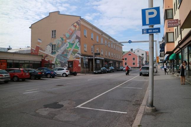 Parkeringstiden blir två timmar i centrum av Karleby.