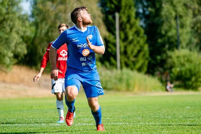 Denis Snellman, här ännu i Esse IK:s tröja, gjorde två mål för sitt nya lag.