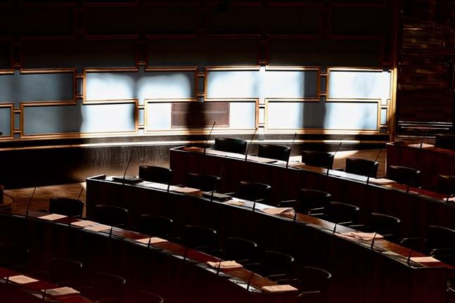 Tre riksdagsledamöter misstänks för hets mot folkgrupp. Åtminstone en går vidare till åtalsprövning.