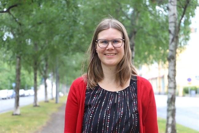 """Ann-Sofi Carlsson från Vasa skriver både prosa och lyrik. Just nu är hon aktuell med novellsamlingen """"Labyrinten""""."""