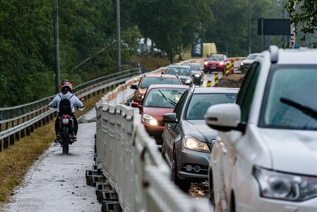 I helgen räknar man med att kunna ta den tillfälliga lösningen med omväg på cykelvägen ur bruk.