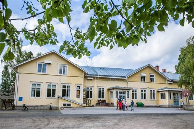 Karleby säljer Rödsö skola på nätauktion.