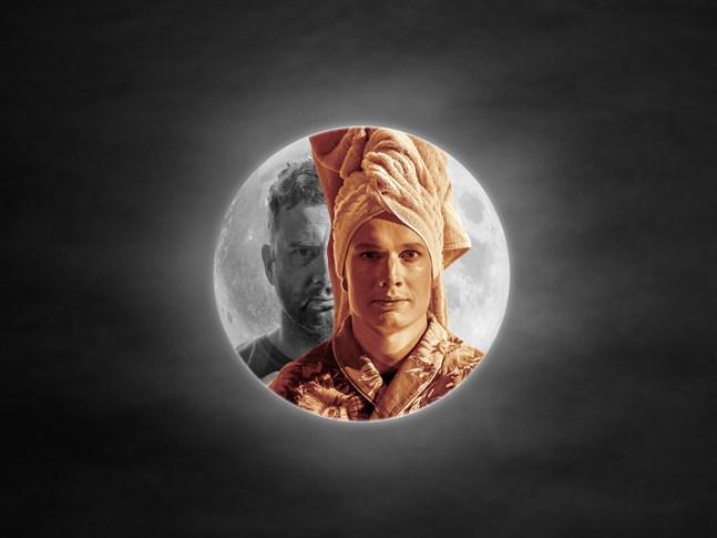 """Tomi Turunen och Jani Honkaselkä spelar två män från olika världar i pjäsen """"Hämähäkkinaisen suudelma""""."""