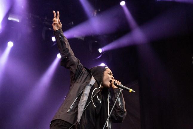 Asap Rocky uppträder på Hultsfredsfestivalen 2013.