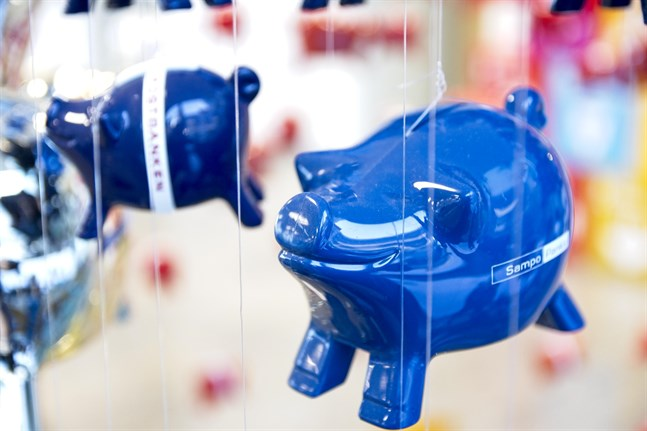 Bankerna har inte kunnat erbjuda någon hög ränta på besparingar i flera års tid. Men nu förutspår en del ekonomer att de kan tvingas ta negativa sparräntor.