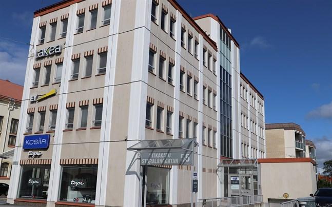 Affärs- och kontorsfastigheten på Storalånggatan 55 byter ägare.