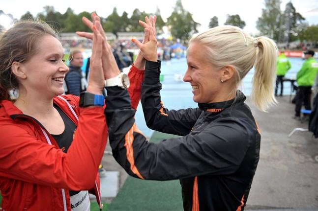 Sofie Lövdahl och Camilla Richardsson på FM förra året. Duon kommer inte vara klubbkamrater i Vasa Idrottssällskap nästa säsong – Richardsson flyttar nämligen över till Esbo IF.