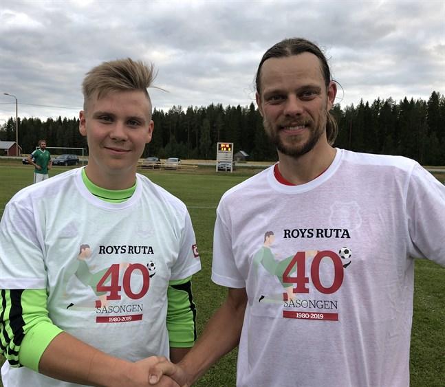 HBK:s målvakt Hugo Holmbäck och IF Standards lagkapten André Nilsson fick var sin Rutan-skjorta efter matchen i Purmo.