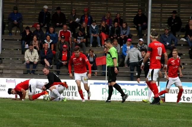 Sporting Kristina (i rött) går från klarhet till klarhet i division 3.