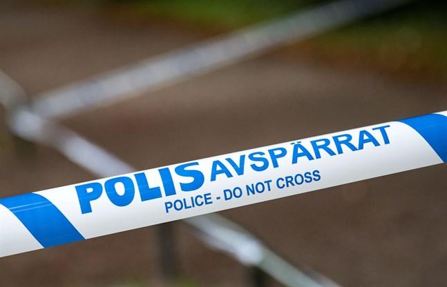 Polisen undersöker misstänkta bomber på Ekerö. Arkivbild.