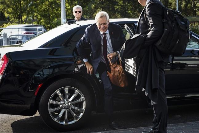 Statsminister Antti Rinne (SDP) anlände till Island på måndag.