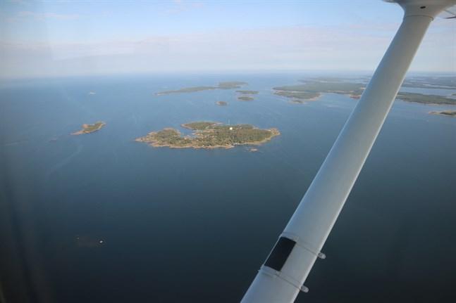 Miljöpåverkan för Ekofish anläggning i havsbandet utanför Jakobstad har undersökts bristfälligt, anser forskare.