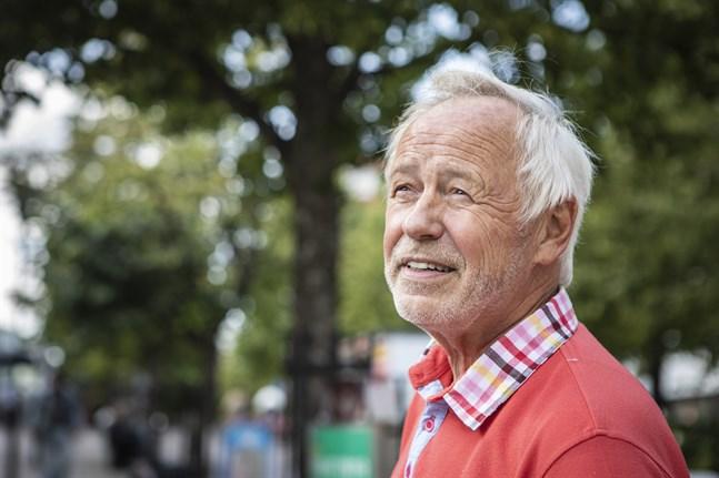 Lars Strang har redan tidigare gett ut två böcker som utspelar sig förr i världen.