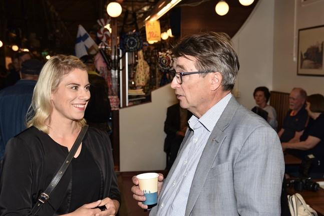 Enligt riksdagsledamot Saara-Sofia Sirén var det många som ville diskutera sysselsättningspolitik i Åbo Saluhall.