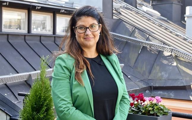 Fastighetsförbundets biträdande chefsjurist Kristel Pynnönen säger att regeringens planer på att slopa ränteavdraget kommer att göra det dyrare att ta bostadslån.