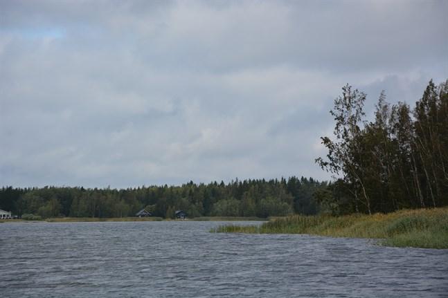 Tomten längst in i Långgrundsviken är värd 35 000 euro.