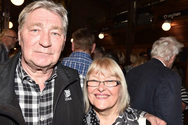 Jyrki och Marianne Hurme vill att Samlingspartiet för en hård och synlig oppositionspolitik.