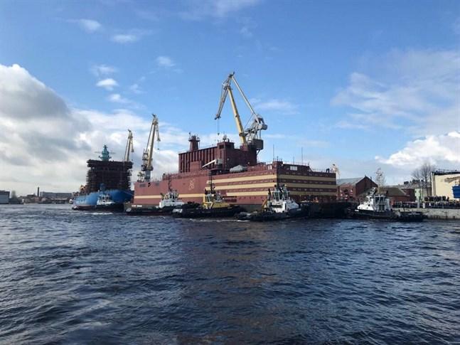 Rosatom har bland annat tillverkat världens enda flytande kärnkraftverk Akademik Lomonosov som lämnade varvet Baltiskij Zavod i S:t Petersburg i fjol.