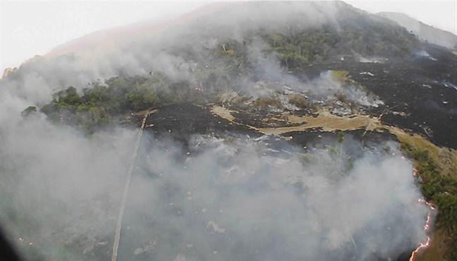 Ett drönarfoto visar skogsbränder i delstaten Mato Grosso i tisdags.
