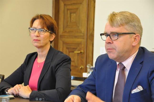 I helgen samlas de finländska kristdemokraterna till partimöte. På bilden partiordförande Sari Essayah och riksdagsledamot Peter Östman.