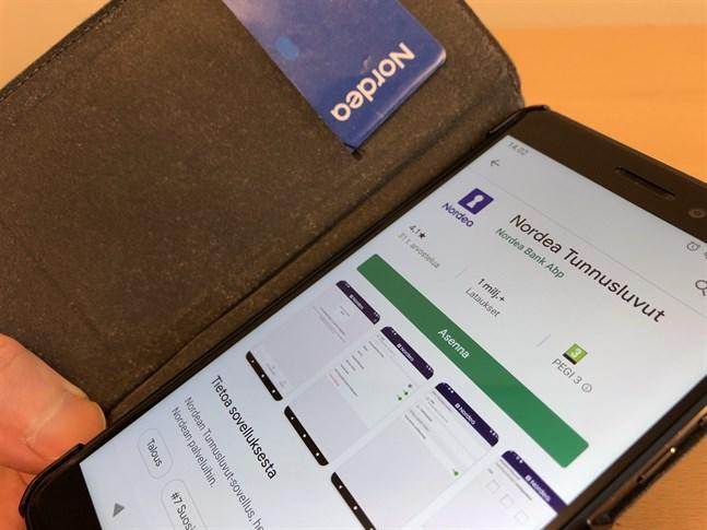 Nordea tar det djärvaste steget och skippar det blå kodkortet av papper. Från hösten måste alla kunder gå över till elektroniska koder (appen på bilden) eller skaffa en skild id-dosa.