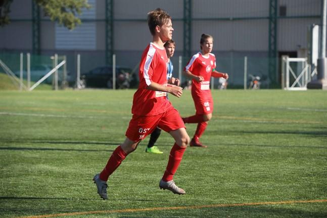 Noah Björkskog, här i Jaros tröja, assisterade till LBK:s och matchens enda mål.