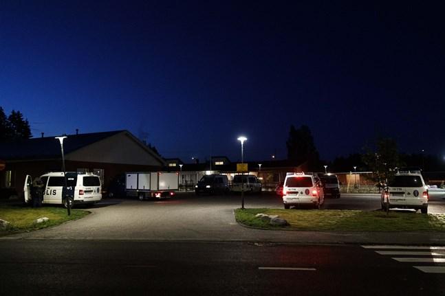 Identiteten hos männen som misstänks ligga bakom skottlossningen i Borgå i helgen börjar klarna.