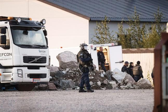 Polisen undersöker området i Ölsten i Borgå.